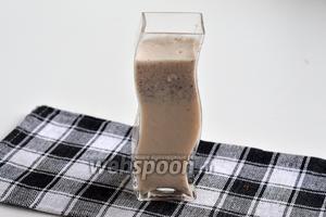 Коктейль готов. Подавайте коктейль сразу же после приготовления, можно добавить кубик льда либо молока.