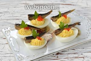 Яйца готовы к подаче.