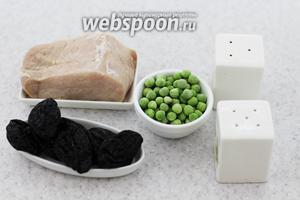 Для приготовления будем использовать следующие ингредиенты: свинину, чернослив, горошек зелёный, соль, перец молотый, итальянские травы, масло сливочное, панировочные сухари, сыр твёрдый.