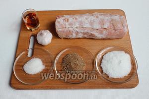 Чтобы приготовить балык нам понадобится вырезка свинины, соль крупная, сахар, специи, чеснок, коньяк, марля и немного терпения. Вы можете не использовать коньяк, как в классическом рецепте. Коньяк придаёт мясу пряный аромат.