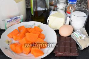 Для приготовления пирога нам понадобится мякоть тыквы, горький шоколад, сливочное масло, яйца, мука, сахар, растительное масло, разрыхлитель, мускатный орех, кардамон, корица и щепотка соли. Пирог мы будем готовить в мультиварке. У меня мультиварка Redmond, с объёмом чаши 5 л.