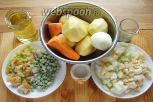 Итак чистим, моем, достаём ингредиенты: горох, кабачки, картошка, кукуруза, лук, масло, морковь, перец, приправа, сахар, соль.