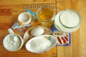 Подготовим продукты: ваниль, присыпка, масло, молоко, мука, разрыхлитель, сахар, соль, яйца.