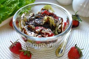 Салат клубнично-огуречный