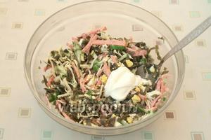 Салат перемешать, добавить майонез.