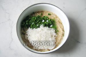 Рис помыть и отварить в подсоленной воде. Затем добавить в фарш для котлет. Риса должно быть 2/3 стакана, такого количества хватит.