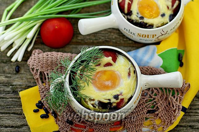 Фото Чёрная фасоль с грибами и яйцом
