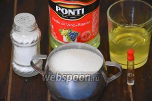 Для приготовления белкового крема, нам понадобится сахар, белки, уксус, миндальный экстракт и соль.