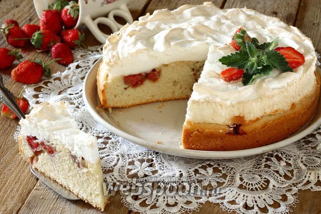 Фото Клубничный пирог с меренгой