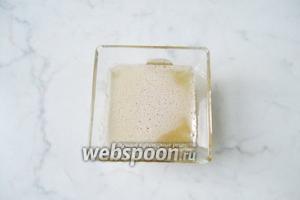 Растопить желатин на водяной бане.