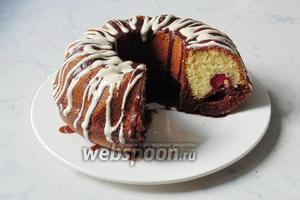 Ароматный, пышный, нежный и вкусный кекс готов. Остаётся его разрезать на порции и подать к чаю, кофе, молоку или компоту.