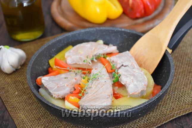 Фото Филе тунца с картофелем и сладким перцем