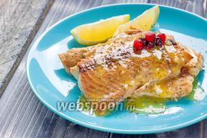 Филе лосося под лимонно-апельсиновым соусом