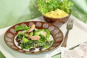 Тёплый салат с индейкой, чёрной фасолью и капустой пак-чой