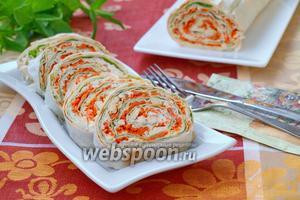 Рулет из лаваша с курицей и корейской морковью