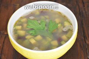 Готовый суп слегка размять толкушкой для картофеля, чтобы он стал более однородным. Подавать сразу же!Приятного аппетита!:))