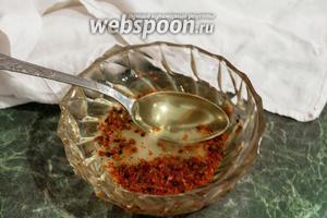 Всыплем эту смесь в жидкий мёд (акациевый, майский).