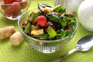Салат клубничный с Песто