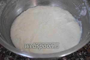 Оставшиеся сливки (300 мл) взбить и ввести в молочную массу с желатином.