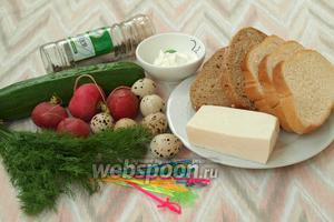 Для приготовления канапе нам понадобится белый и чёрный хлеб, брынза, перепелиные яйца, редис, свежий огурец, майонез и перец.