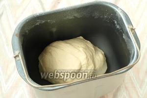 Готовое тесто обмять и присыпать мукой, положить в целлофановый пакет или завернуть в пищевую плёнку и убрать в холодильник на 30 минут. После этого тесто готово к работе. Приятного аппетита!