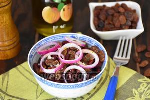 Салат из красной фасоли с изюмом по-армянски