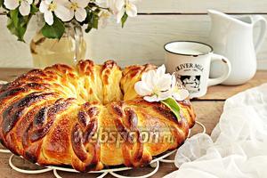 Венок с вишней и грецким орехом