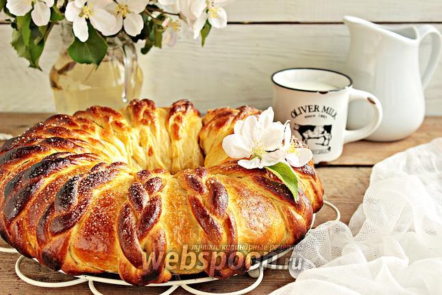 Фото Венок с вишней и грецким орехом