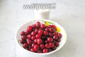 Для приготовления вишнёвого варенья без косточки потребуются свежая вишня и сахар.
