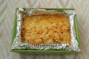 Духовку разогреть до 200°С. Форму накрыть фольгой и поставить в духовку. Запекать рыбу 30 минут, за 10 минут до окончания запекания, снять фольгу чтобы сыр подрумянился. Подавать зубатку сразу, с любым гарниром. Особенно вкусно с рисом или картофелем. Приятного аппетита!