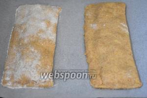 Аккуратно перенести на противень с пергаментом и выпекать в разогретой до 180°С духовке 20 минут.