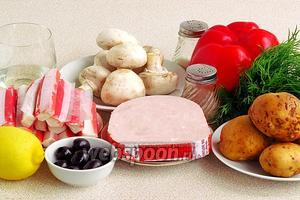 Для приготовления салата нужно взять свежие грибы, крабовые палочки, картофель, сладкий перец, ветчину, подсолнечное рафинированное масло, лимонный сок, маслины, зелень укропа, чёрный молотый перец и соль.