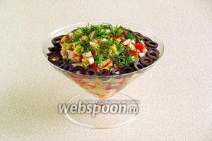 При подаче каждую порцию украсить измельчённым укропом и маслинами.
