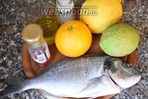 Для приготовления дорады в цитрусовом соусе, нам понадобится дорада, лимон (жёлтый и зелёный), апельсин, масло оливковое, перец розовый и соль.
