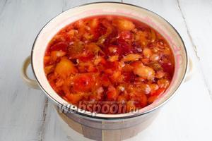 Варить компот 10 минут. Компот процедить в удобную посуду. Отрегулировать количество сахара по вкусу.