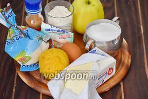 Для приготовления яблочно-кокосового пирога нам понадобится кокосовая стружка, сок и цедра лимона, мука пшеничная, яблоки, разрыхлитель, корица, масло сливочное, сахар, яйца и сахарная пудра.