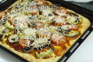 Ставим в разогретую до 190°С духовку и через 30 минут наша Пицца с баклажанами и грибами готова. Приятных гастрономических впечатлений!