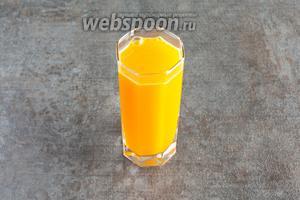 Если вы не любите пену, то её у этого сока где-то 50-70 мл. Соответственно, из указанного количества продуктов получается 2 полноценные порции напитка. Вкус у него однозначно не фруктового сока, а овощного, доминирующие запахи — паприка и базилик, хотя в составе ингредиентов их куда меньше, чем моркови и апельсина.