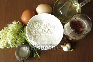 Потребуются соцветия и всё для кляра: мука, соль, пиво и яйца.