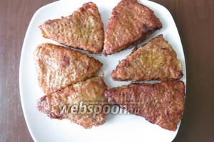 Подаём вафли с фаршем с зеленью. Приятного аппетита!