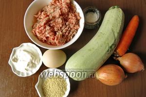 Продукты: фарш, кабачки, лук, морковь, яйца, кускус, соль, сметана.