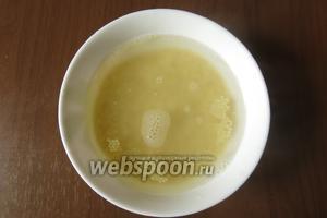 Заливаем кускус (1:1) кипятком, можно заменить рисом проваренным.