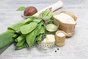 Подготавливаем необходимые продукты: муку, соль, перец, растительное и сливочное масло, шпинат, лук-порей и картофель.