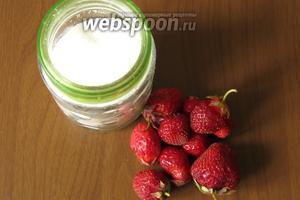 Ингредиенты: ягоды клубники и сахар.