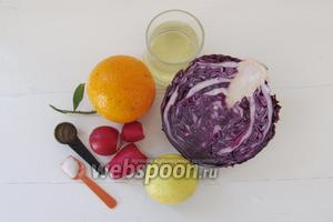 Подготовим ингредиенты для салата: капусту краснокочанную, редис, апельсин, лимон, масло и специи.