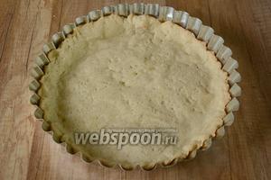 Выпекаем основу для тарта около 20-25 минут, при температуре 180-200°С. Готовую основу необходимо полностью остудить.