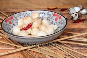 Перепелиные яйца маринованные