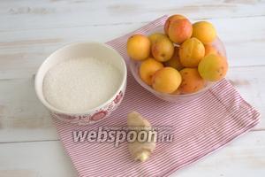 Подготавливаем необходимые составляющие: абрикосы, имбирь, сахар.