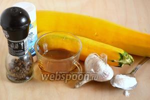 Подготовьте необходимые ингредиенты: цукини (у меня — жёлтые), мелкую соль, сахар, чеснок, перец и уксус.