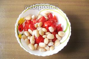 Добавить к помидору белую фасоль.